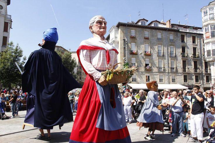 Los gigantes y cabezudos animan la jornada diurna de las fiestas - elcorreo.com