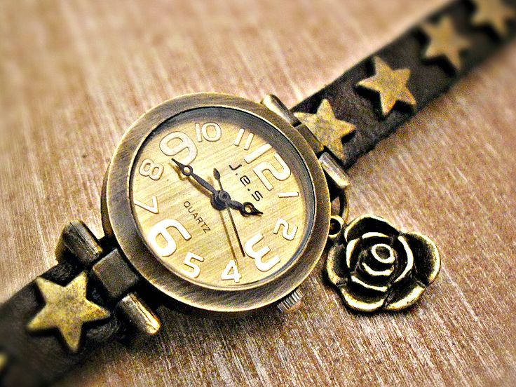 VINTAGE ROSE - Echtleder Retro Uhr Armbanduhr  von Schloss Klunkerstein Designer Schmuck Manufaktur & Armbanduhren für besondere Menschen. Naturschmuck, Trendschmuck, Geschenke und antike Raritäten! auf DaWanda.com