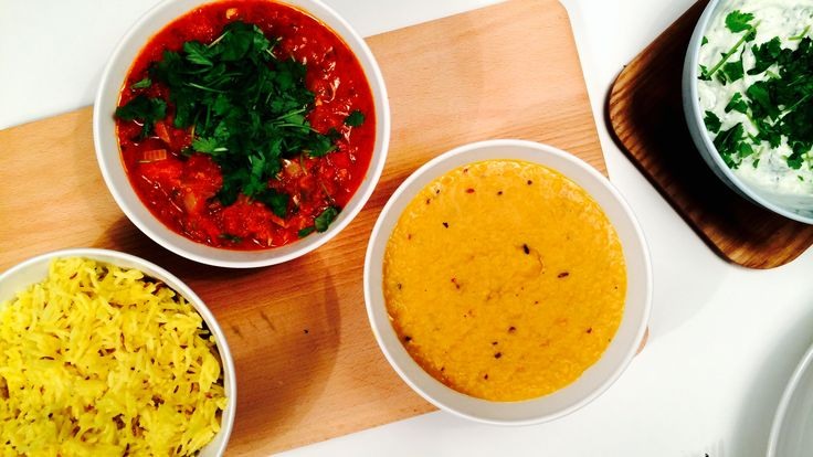 Inviter på indisk fest! Med daal og tarka, linsestuing og tomatsaus, er du godt på vei til å mestre indisk matlaging.