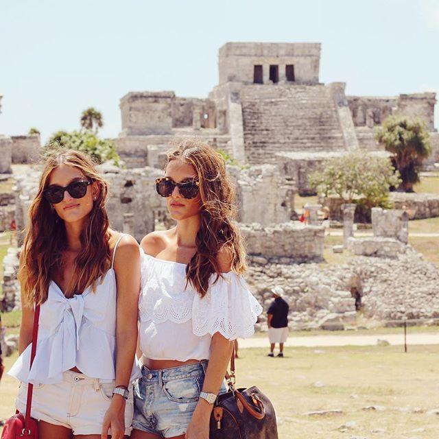 En las ruinas de T U L U M viviendo una #BeachExperience con @sandosmexico #TravelingWithSisterlyStyle #SSTakesMexico #SSGoesToLaRivieraMaya www.sisterlystyle.com | Celia Top by @anaarangodesign #sisterlystyle #styleblog @qnota #qnotabysisterlystyle #styleblogger #fashionblog #fashionblogger #lifestylebloggers ❤️A&E