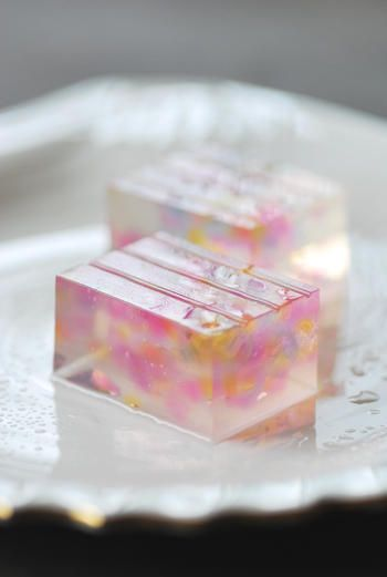 wagashi I donno wat it is but it's pretty and I'm pinning it.
