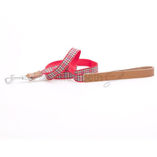 Any dog owner knows that leads must be soft. This affordable, luxrury Basix red tartan lead delivers softness where it counts - around the handle grip area - with genuine soft leather, but a classic tartan design that is perfectly complemented by the matching Basix tartan collar. #dogleash #doglead #leash #lead
