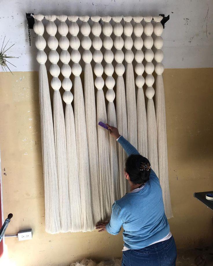 116 отметок «Нравится», 10 комментариев — Caralarga (@caralarga_mx) в Instagram: «Cepillándolo para enviar| CÓDICE 120 x 180cm | Tomamos proyectos #personalizados / We make…»