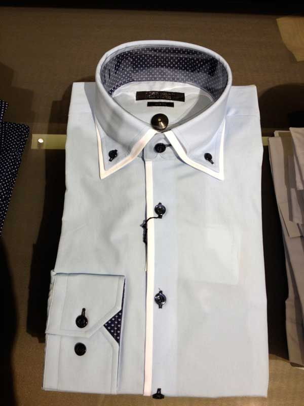 Zara Man doublecollarshirts in store right now, it goes for a more simple design, perfect for day wear.