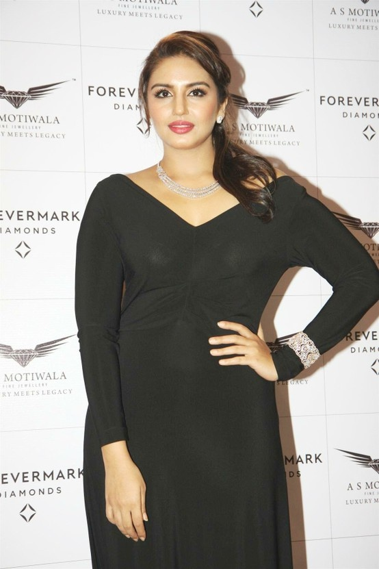 Huma Qureshi at Encordia Collection by Forevermark.