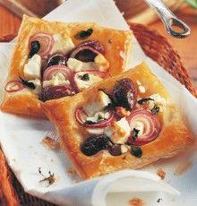 Leveles tészta lágy juhsajttal hagymával és olívával. A receptért kattints a képre!
