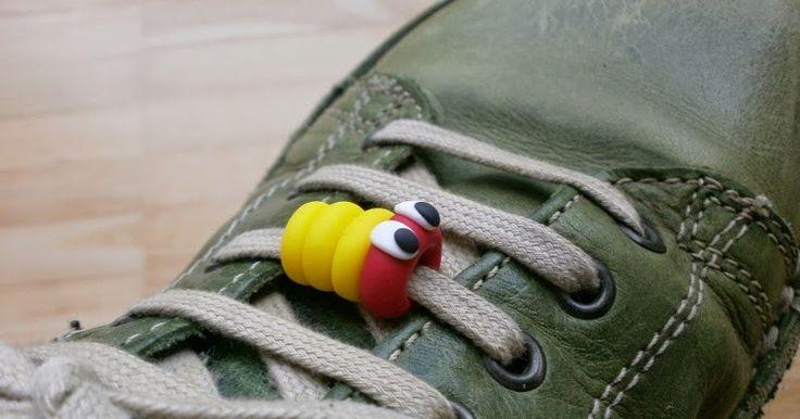 Schnürsenkelraupe aus Fimo - Schmuck für den Schuh
