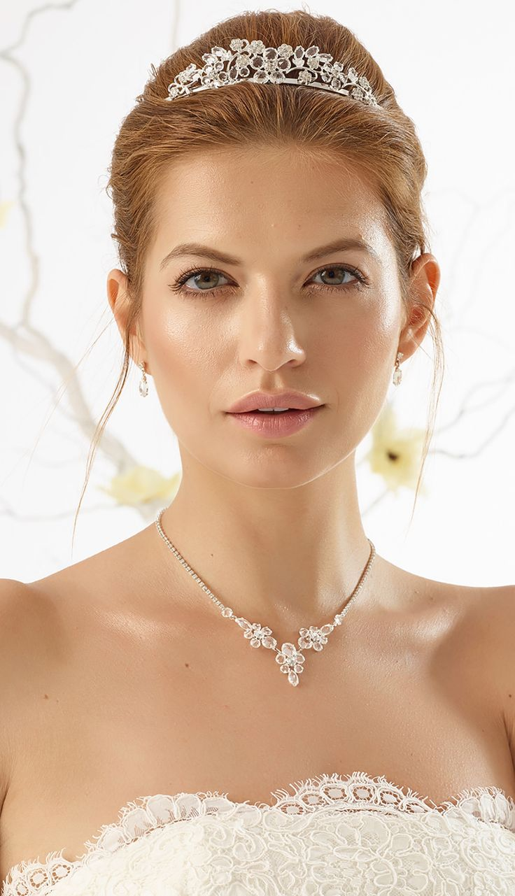 Astonishing tiara D21 and fine necklace N13 with earrings from Bianco Evento #biancoevento #hairstyles #weddingaccessories #hairjewellery #jewellery #weddingjewellery #weddingideas #bridetobe