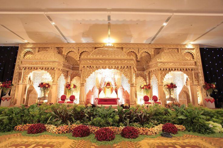 Pernikahan Minang dengan Tema Merah dan Emas - RebbyHerdi_0649