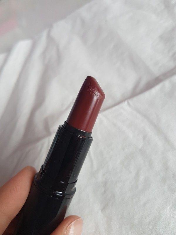Dunkel roter Lippenstift von Misslyn