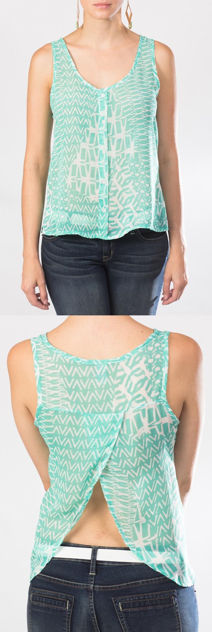 Mira esta linda blusa verde menta de chiffon, sin mangas y con un discreto escote en la espalda. ¿linda vedad?