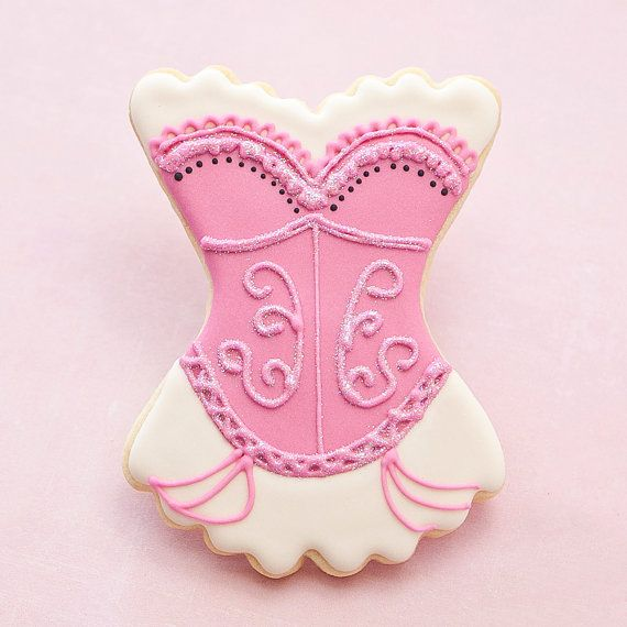 how to plan a bachelorette party (via Emmaline Bride) - cookies by Pastry Tart Bakery