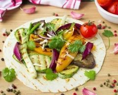 Fajitas aux légumes d'été grillés : http://www.cuisineaz.com/recettes/fajitas-aux-legumes-d-ete-grilles-82433.aspx