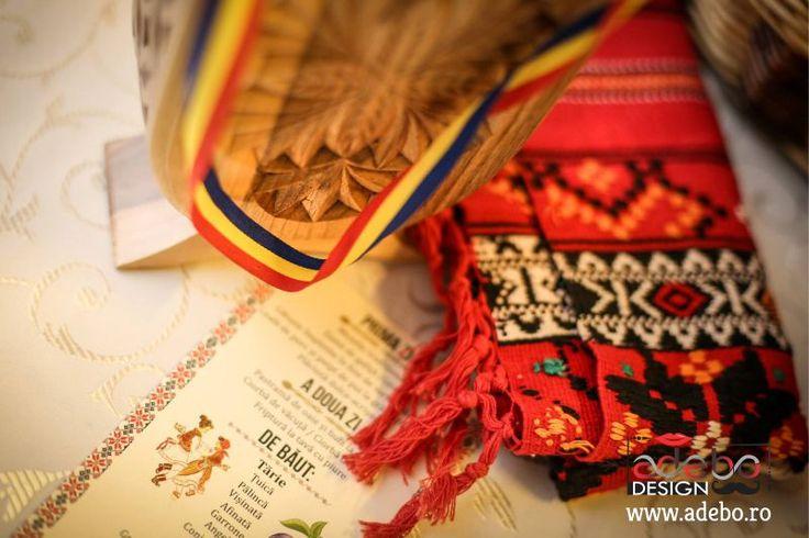 Iti doresti o nunta traditionala romaneasca? Inseamna ca esti in cautare de invitatii de nunta traditionale romanesti, invitatii cu motive romanesti, cu elemente aparte care sa va reprezinte pe voi doi, viitori miri, sau ma insel?