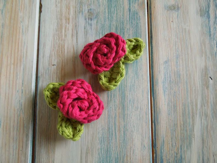 Happy Berry Crochet: How To Crochet a Mini Rose with Leaves - Yarn Scrap Friday