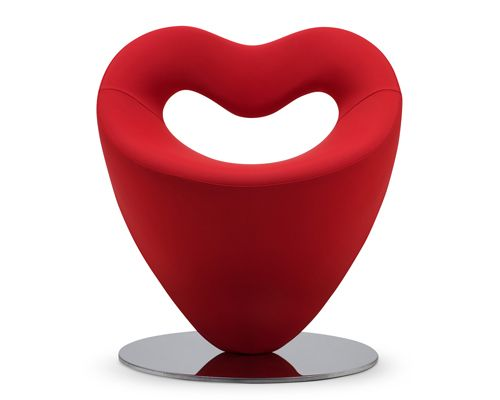 Lov, sillón tapizado en tela diseño de Simone Micheli con la espalda en forma de corazón | http://www.adrenalina.it/ita/dettaglio_prodotto.asp?c=prodotti #furniture #design #mobiliere #muebles #silla
