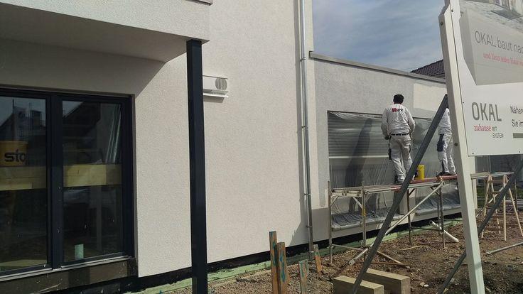Farbgestaltung Garage #KfWEffizienz40Plus #NeubauMusterhaus #OKALHausinLeipzig #Leipzig #Stromspeicher #Photovoltaik #Musterhaus #OKAL #KfW #Haus #bauen #nachhaltig