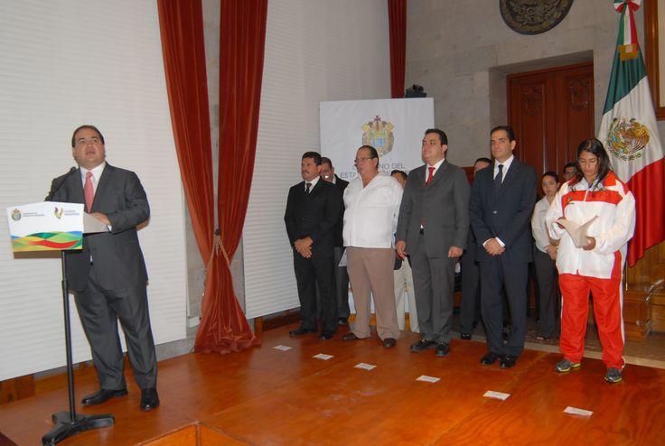 El mandatario estatal mencionó que en Veracruz se da un fuerte impulso a la salud, la educación y el deporte como parte de una formación integral que permite a niños y jóvenes desarrollarse en una vida sana y con valores.
