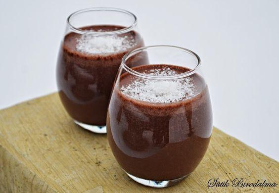 Nagyon egyszerű, és isteni finom energiabomba! Próbáljátok ki!   Hozzávalók (2 pohár):    1 banán  300-350 ml tej  1 ek méz  2 ek keserű...