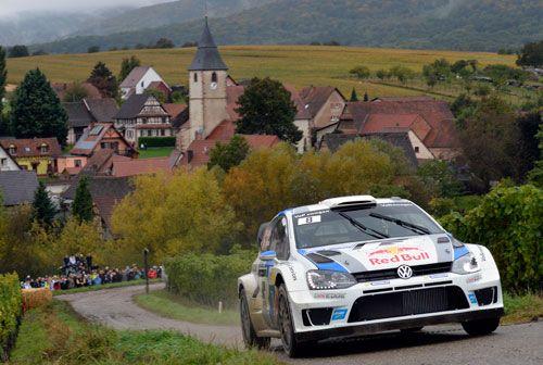 Rally de Gales (WRC): Novena victoria de la temporada de Sébastien Ogier. No podía acabar de otra forma la temporada del Mundial de Rallyes: victoria de Sébastien Ogier, la novena del año, y doblete de Volkswagen con el segundo puesto de Latvala. Dani Sordo (Citroën) fue séptimo en Gales y finalizó quinto en la clasificación general.