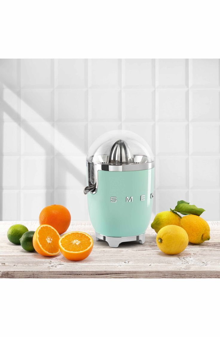 Beautiful retro aesthetics meet high-powered contemporary performance in a die-cast, powder-coated steel juicer that makes it a breeze to squeeze fresh orange, grapefruit or lemon juice.