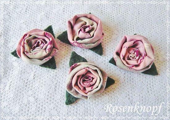 Kleine Rosen auf einem grasgrünen Walkblatt in Rosa-Weinrot-Beige meliert♥