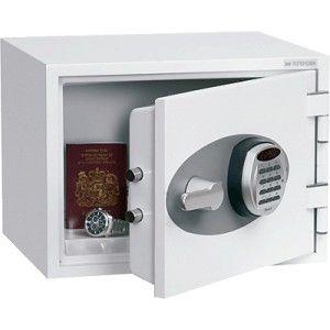 Caja fuerte de seguridad para uso doméstico y comercial, resistente al fuego durante una hora a temperaturas de 927ºC para documentos.  Cerradura electrónica de alta seguridad con display LCD y alarma.  Capacidad: 16 Litros