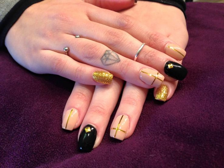 #nails #madebyme #black #nude #croce #gold #borchie