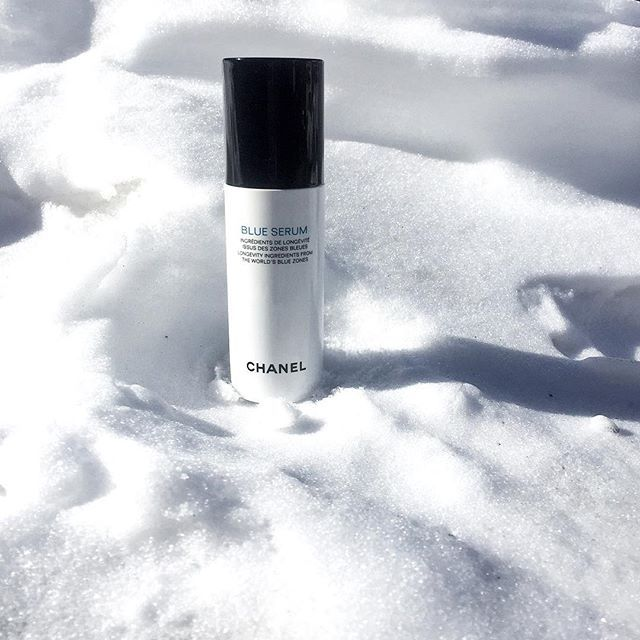 • Chanel #BlueSerum ! ♡ Feeling fresh and young in the snow with my #Chanel serum !  - #TheClassyTime #ClassyInValThorens #TravelBlogger #FashionBlogger #BeautyBlogger
