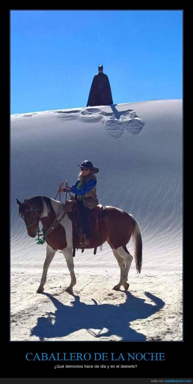 ¿CABALLERO DE LA NOCHE? - ¿Qué demonios hace de día y en el desierto?   Gracias a http://www.cuantarazon.com/   Si quieres leer la noticia completa visita: http://www.estoy-aburrido.com/caballero-de-la-noche-que-demonios-hace-de-dia-y-en-el-desierto/