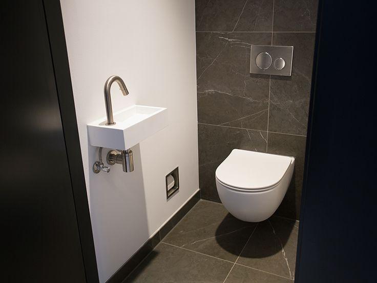 25 beste idee n over toilet verbouwing op pinterest doucheruimte inrichting kleine halve - Deco toilet grijs ...