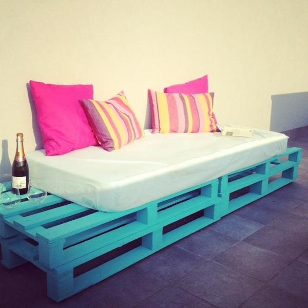 DIY Pallet Sofa - Outdoor Daybed | 99 Pallets