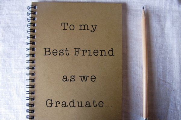 15 Gifts Under $25 To Get Your Best Friends For Graduation | Gurl.com