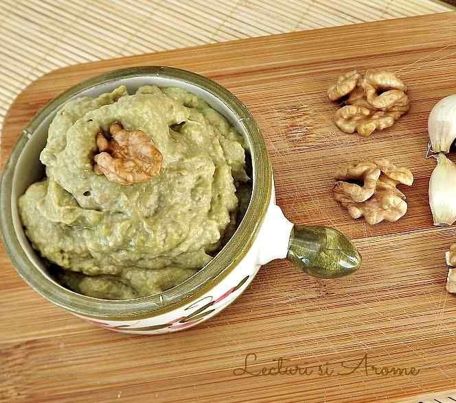 Pate de avocado cu nuci