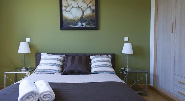 Apartamentos APR Alcalá Madrid APR Alcalá Apartments are 250 metres from Ciudad Lineal Metro Station, from where you can reach central Madrid in 15 minutes. The modern air-conditioned apartments have free Wi-Fi.  Featuring wooden floors, each apartment comes with a TV.