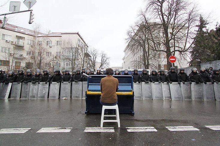Kiev: Man playing piano to riot police - Imgur