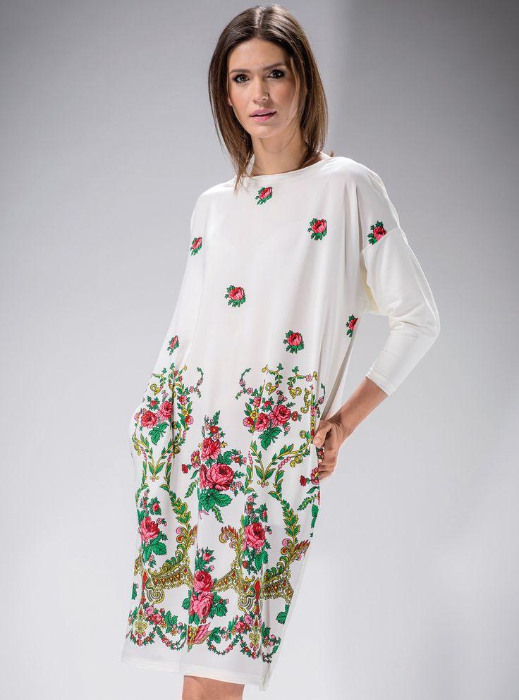 #Biała #sukienka #oversize,w #kwiaty inspirowane stylem #folk. #stylgóralski #modaludowa #moda #fashion #mapepina #etno #ludowo #artfolk #polskifolklor #madeinpoland #polscyprojektanci #polishdesign #motifflower #black #red #fashion #stylish #stylowo #folktrends #dresses