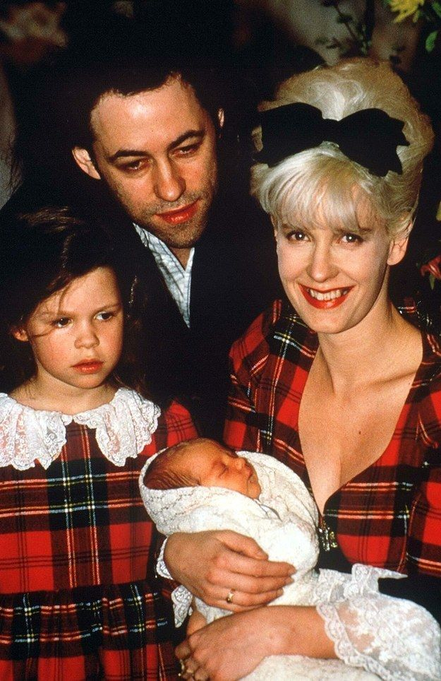 RIP Peaches,  Died today  7.4.14   aged just 25.  This is how Bob Geldof, Paula Yates and their daughter Fifi Trixiebelle welcomed the birth of baby Peaches in 1989. | Peaches Geldof Is Dead At 25