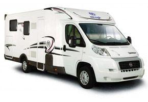 Elnagh Baron 73 - camper semintegrale con letti gemelli e ampio garage. Letto anteriore basculante elettrico