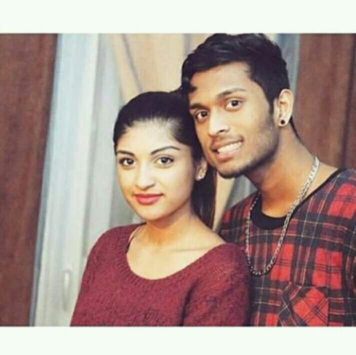 Pin By Vakeesanvakee On Tejeenthan Singer Couple Photos Photo