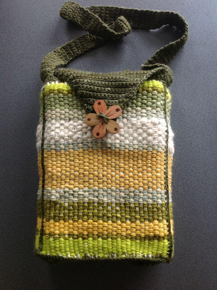Bolso confeccionado en telar