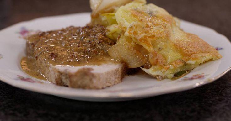 Een klassiek stuk varkensgebraad wordt altijd gesmaakt, zeker als er een smakelijke saus met sjalot, rozemarijn en blond bier bij geserveerd wordt. Daarbij hoort een gegratineerde ovenschotel met ui, prei en schijfjes aardappel. Een ongecompliceerd gerecht dat feestelijk lekker smaakt.