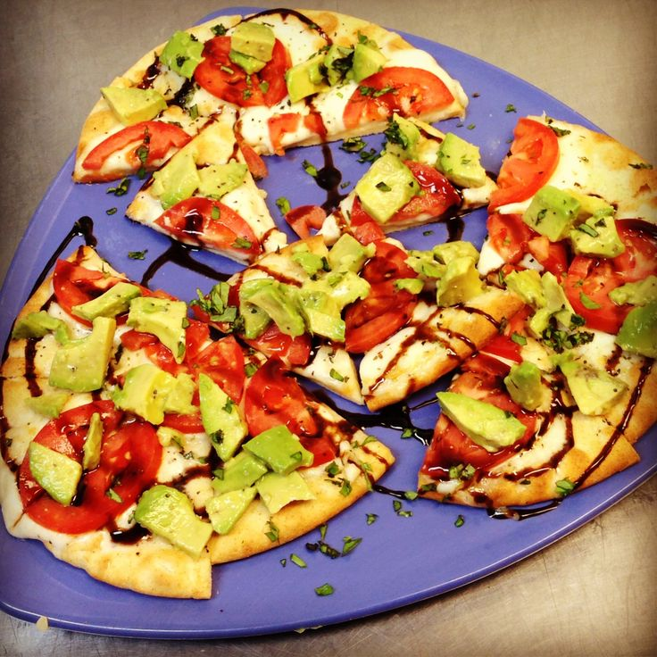Capri pizza with avacado