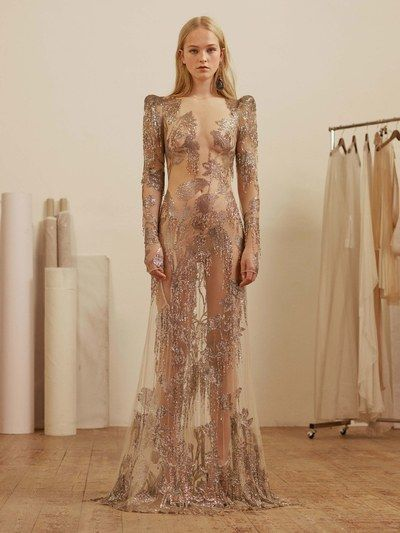 View the full Pre-Fall 2017 collection from Alexander McQueen.