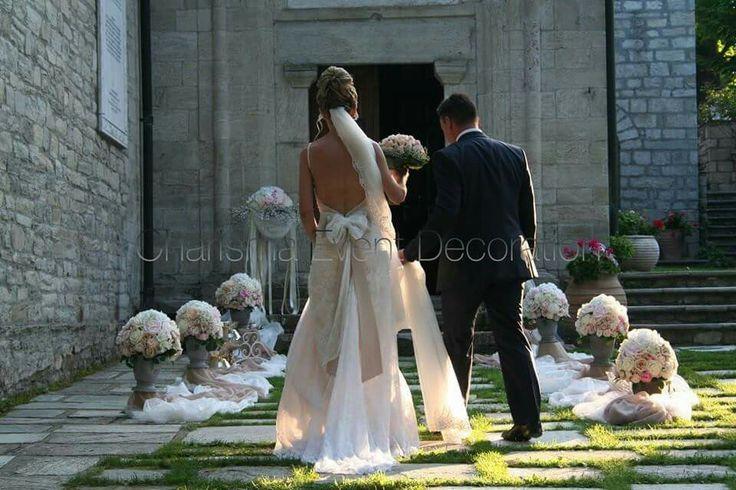 A glamorous Wedding decoration in Greece. #wedding #Greece #bouquet