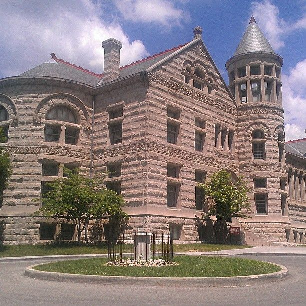 Maxwell hall is of the richardson romanesque style of for Current architectural styles