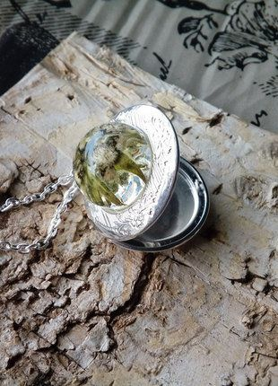 Kup mój przedmiot na #vintedpl http://www.vinted.pl/akcesoria/bizuteria/17037092-naszyjnik-sekretnik-z-prawdziwa-szarotka-ogrodowa-w-zywicy