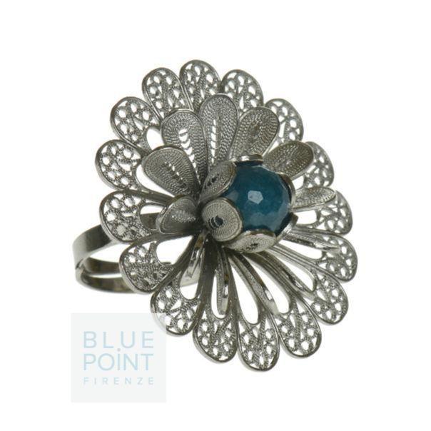Filigrana in argento brunito lavorata a fiore e agata verde che diventa pistillo. Anello MARGHERITA DUE Design by F. Puppo #bluepointfirenze #bpf #jewels #handmade #fashionissimi #italianissimi #anello #flower #bijoux