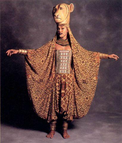 The Lion KIng, el musical, vestuario, Sarabi, Broadway, New York. http://blog.weplann.com/el-rey-leon-musical-broadway/