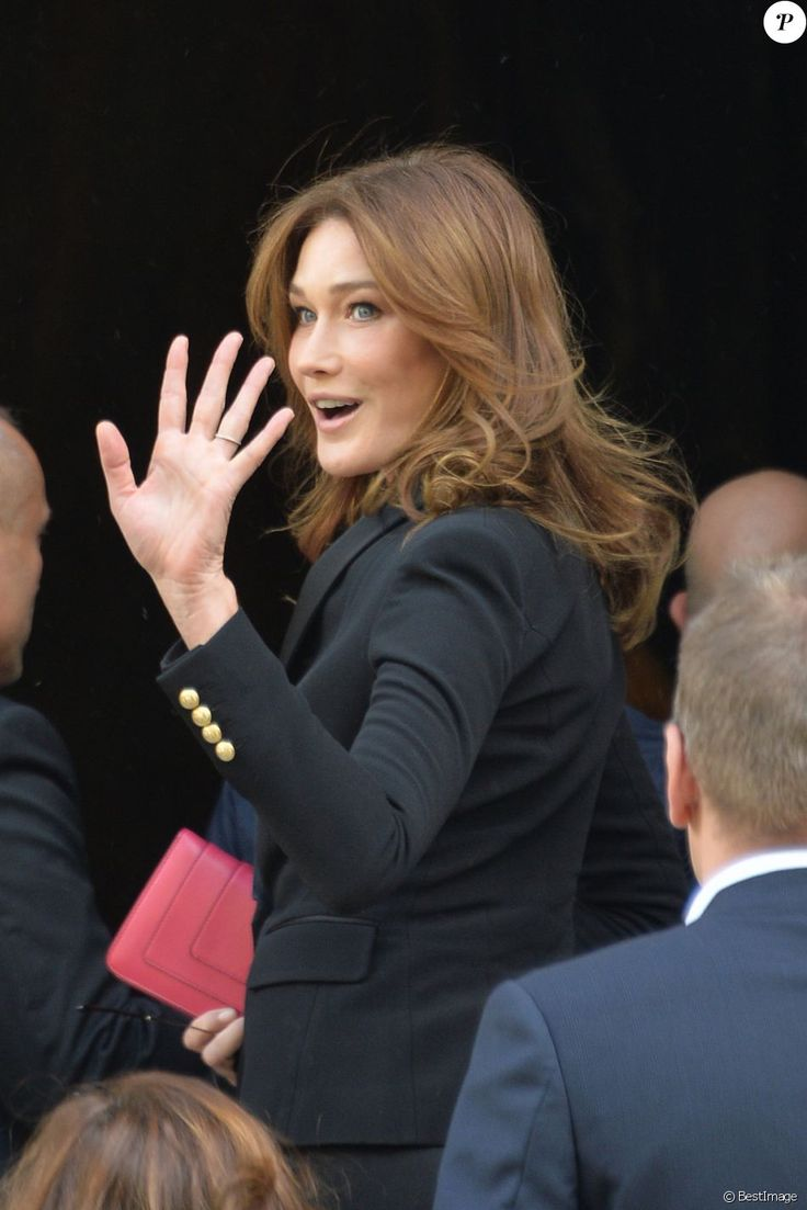 """Carla Bruni-Sarkozy - Arrivées au défilé de mode prêt-à-porter printemps-été 2017 """"Balmain"""" à Paris. Le 29 septembre 2016"""
